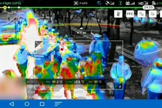 Cek suhu tubuh pengendara di jalanan Bandung dengan drone termal