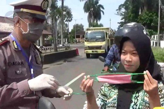Edukasi COVID-19, ribuan masker dan hand sanitizer dibagikan