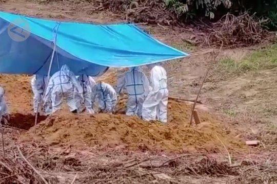 Melihat pemakaman jenazah pasien COVID-19 di Kendari yang humanis