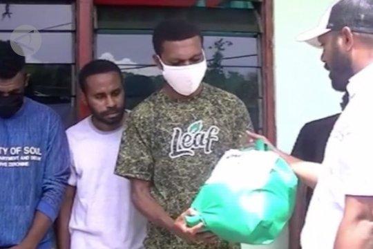 TNI salurkan bantuan sembako untuk asrama mahasiswa Papua