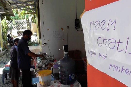 Dapur umum swadaya warga kampung, siapapun boleh makan