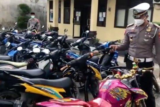 Polisi bubarkan balapan liar di Kendari