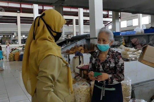Warga pasar di Temanggung patuhi pakai masker