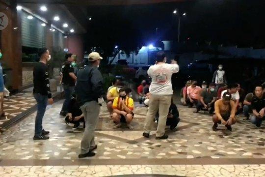 Cegah penyebaran COVID-19, Polisi razia diskotek di Batam