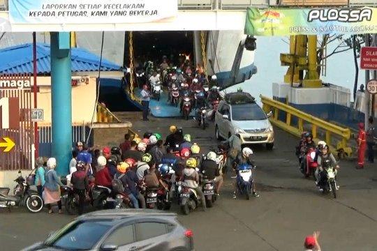 Kendaraan roda dua di Pelabuhan Merak meningkat 12 persen