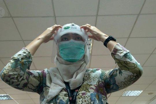 Masker pelindung wajah untuk tenaga medis di perkebunan