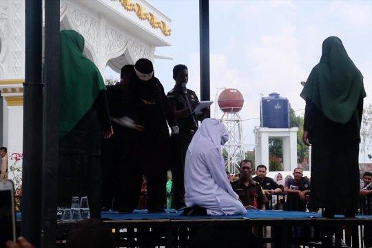 Memanen masalah dari penerapan hukum cambuk di Serambi Mekah