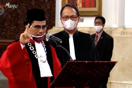 Presiden Jokowi kembali lantik Manahan Sitompul sebagai Hakim MK