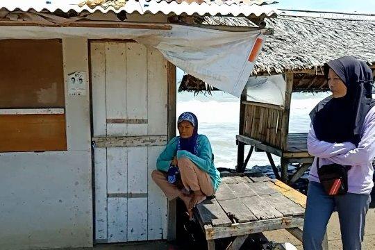 Trauma tsunami, warga Cinangka mengungsi