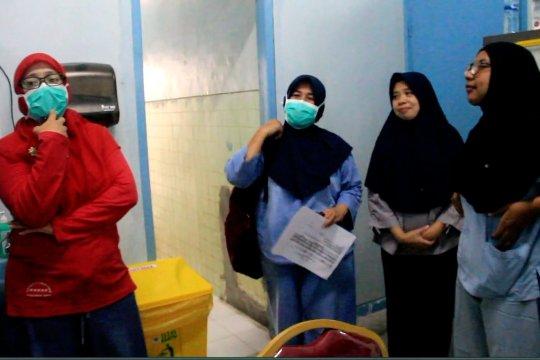 Cerita perawat dari ruang isolasi RSUD Achmad Mochtar