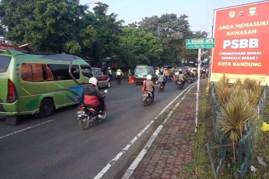 Hari pertama penerapan PSBB Maksimum di Kota Bandung