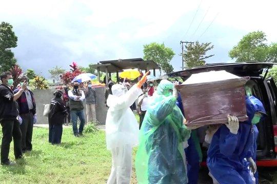 Petugas pemakaman jenazah korban COVID-19 jalankan tugas kemanusiaan