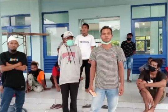 Tertahan di Pelabuhan Lembar, puluhan penumpang asal NTT berharap bisa segera pulang