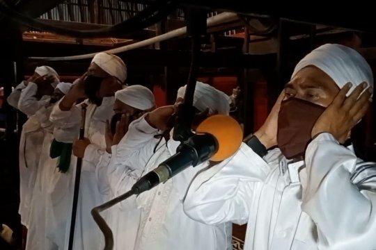 Tujuh muadzin kumandangkan adzan bersama di Masjid Kasepuhan