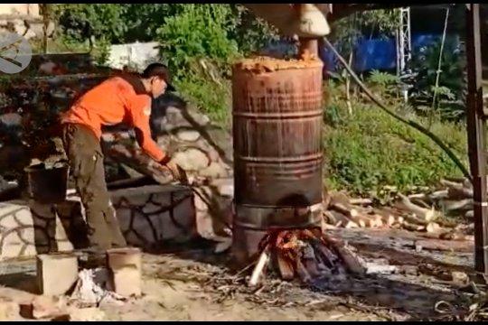 Menciptakan cairan disinfektan dari cuka bambu