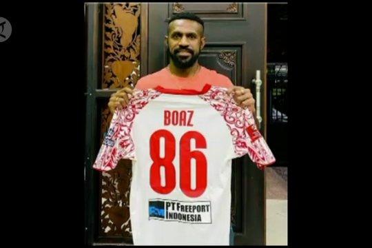 Perangi COVID-19, Boaz Solossa lelang jersey TSC 2016