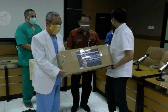 Sumbangan APD dari komunitas untuk tim medis RSSA Malang