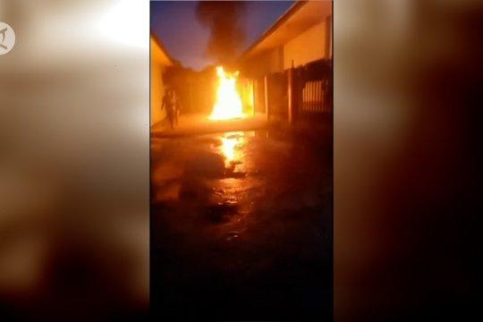 Lapas Sorong dibakar, ratusan napi tuntut hak asimilasi