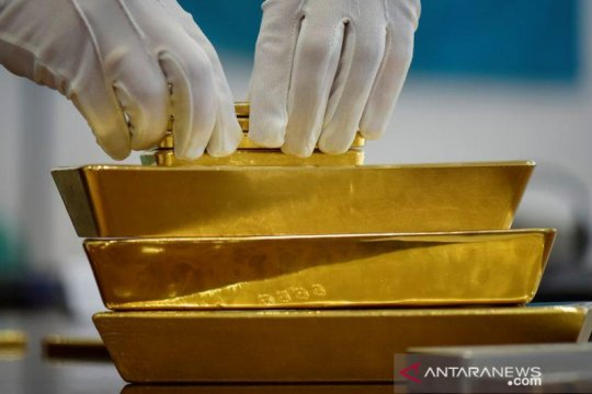 """Emas naik ditopang pelemahan dolar, harapan kebijakan """"dovish"""" Fed"""