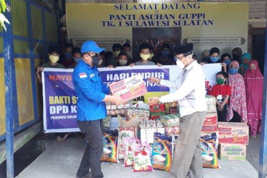 Hari Buruh - Buruh di Makassar lakukan bakti sosial COVID-19