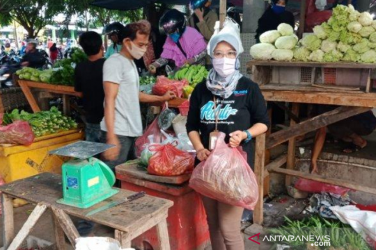 PT Timah gelar gerakan belanja pangan di pasar tradisional