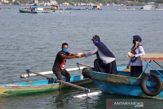 KKP bagikan puluhan ribu nasi lauk ikan bagi warga terdampak COVID-19