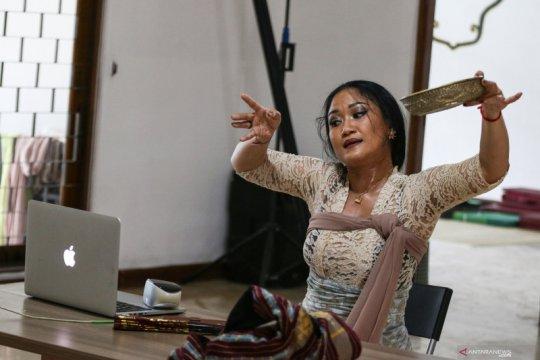 Mengajar tari secara daring