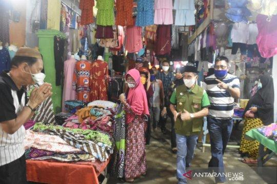 Bupati Gorontalo sosialisasi penerapan PSBB di pasar