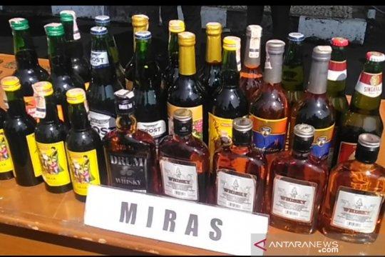Polisi tangkap pengedar minuman keras jalanan di Garut