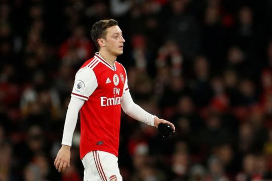 Dibekukan dari skuat Arsenal, nasib Mesut Ozil makin tidak jelas