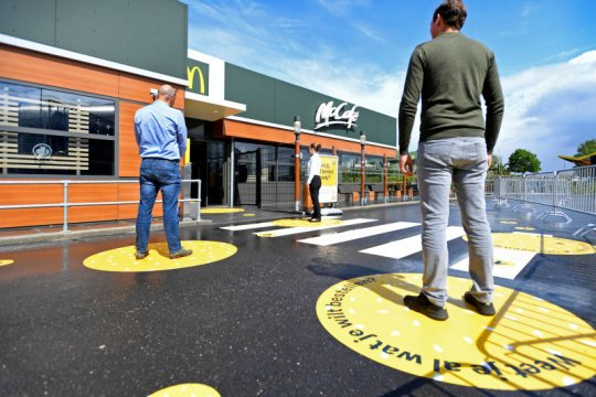 """Kembali dibuka, McDonald's di Belanda berlakukan """"social distancing"""""""