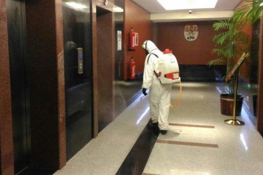 Gedung KPK kembali disemprot disinfektan maksimalkan cegah COVID-19