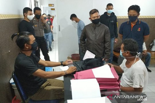 Polisi tangkap empat pengeroyok pengelola tambak di Bangka Barat