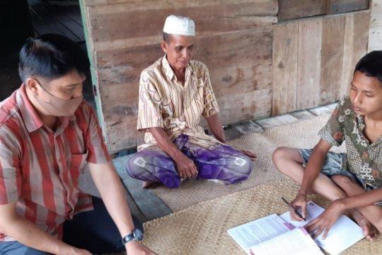 Karena keterbatasan akses, guru di Jambi datangi siswa untuk mengajar