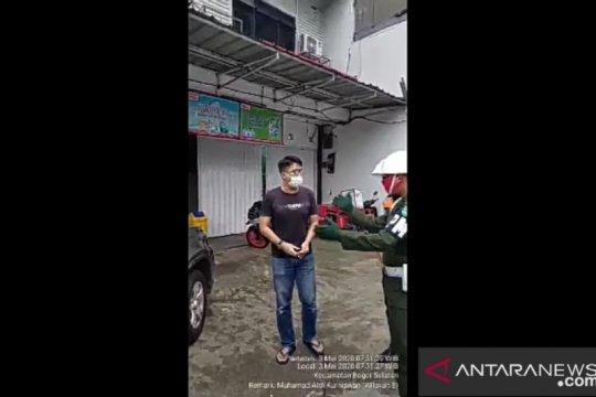 Pengendara mobil di Bogor ngamuk enggan istrinya duduk di belakang