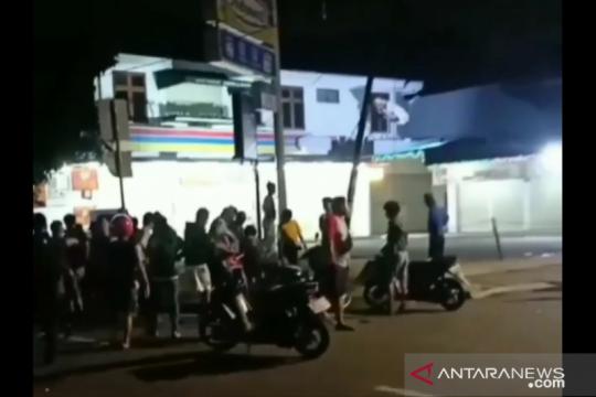 Dua pemuda ditangkap karena kepergok curi ponsel di Kebon Jeruk