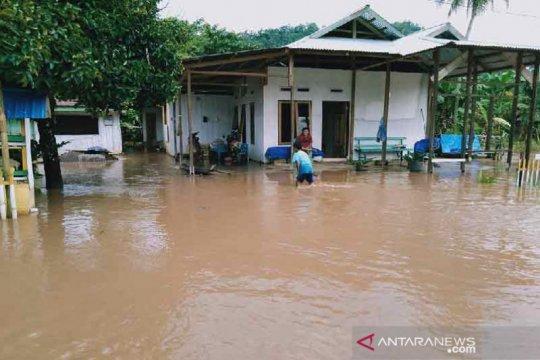 Sungai Tambalako meluap, puluhan rumah warga terendam