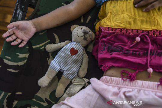 Aktivitas penampungan tunawisma di GOR Ciracas