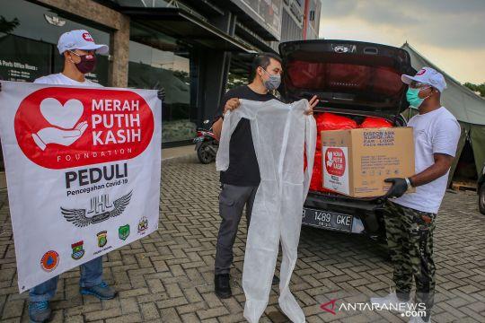 Donasi APD bagi pewarta foto saat wabah COVID-19