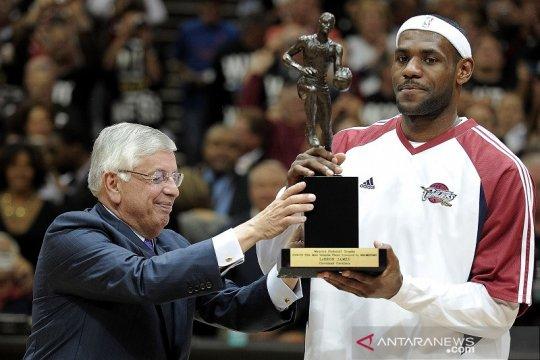 Ketika Sang Raja LeBron James rengkuh gelar MVP NBA perdananya