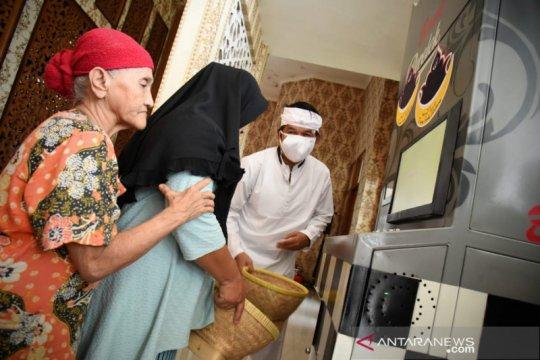 Sebuah masjid di Purwakarta buka layanan sosial ATM beras untuk warga
