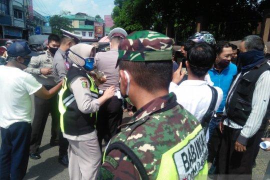 Polisi tutup paksa pasar kalangan di Ogan Komering Ulu