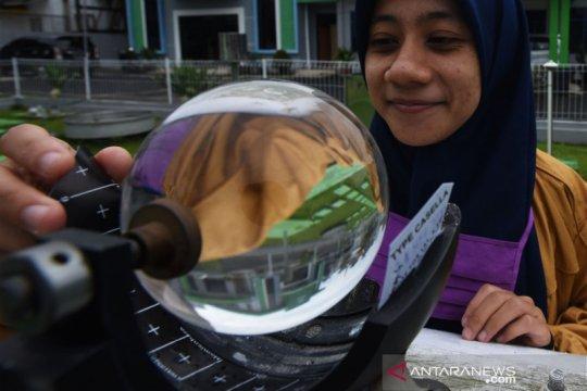 Jakarta diperkirakan hujan pada Senin siang