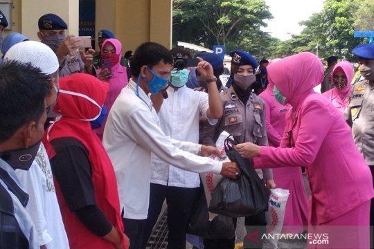 Ditpolairud Polda Aceh salurkan bantuan sembako untuk pekerja bandara