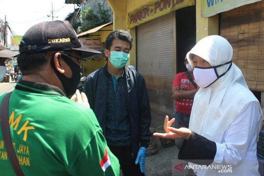 Ketua RT/RW di Surabaya diminta tak malu jika ada warga positif corona
