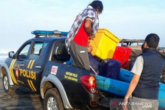 Jajaran Polres Cianjur temukan bangkai kapal dan nelayan selamat