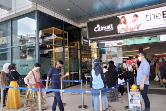 "Warga Kota Sukabumi ""panic buying"" menghadapi PSBB"