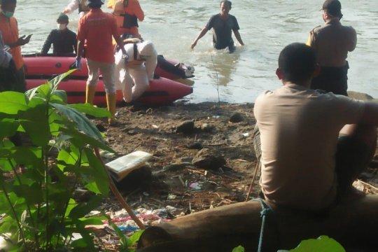 SAR gabungan evakuasi siswa yang tenggelam di Sungai Brantas