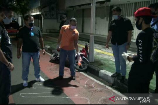 Polisi olah TKP penjambretan di Roa Malaka Jakarta Barat