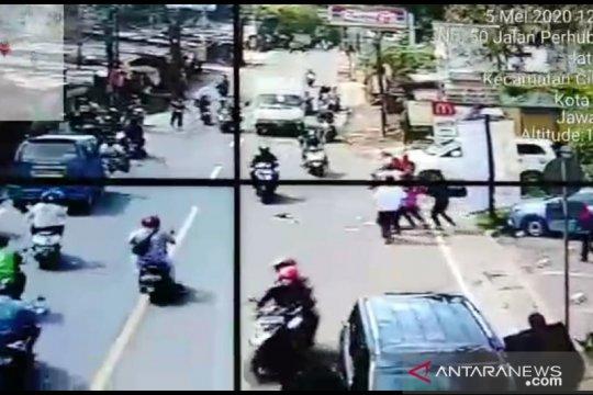 Polisi periksa sejumlah CCTV untuk lacak perampokan di Depok